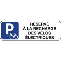 Panneau réservé recharge vélos électriques